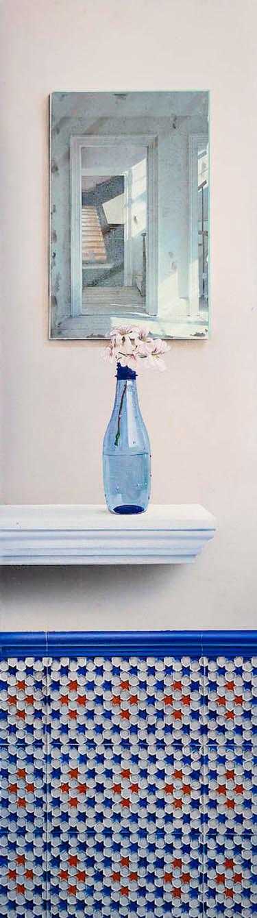 Flor en botella azul